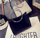 Женская классическая сумка с круглылми ручками на ремешке черная, фото 2