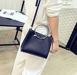 Женская классическая сумка с круглылми ручками на ремешке черная, фото 3