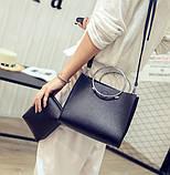 Женская классическая сумка с круглылми ручками на ремешке черная, фото 4
