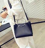 Женская классическая сумка с круглылми ручками на ремешке черная, фото 7