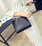 Женская классическая сумка с круглылми ручками на ремешке черная, фото 5