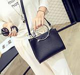 Женская классическая сумка с круглылми ручками на ремешке черная, фото 6
