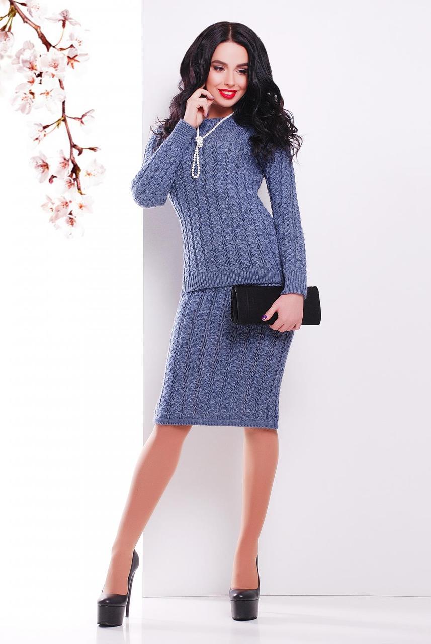 Стильный теплый вязаный женский костюм в мелкую косичку: свитер и юбка-карандаш, светлый джинс