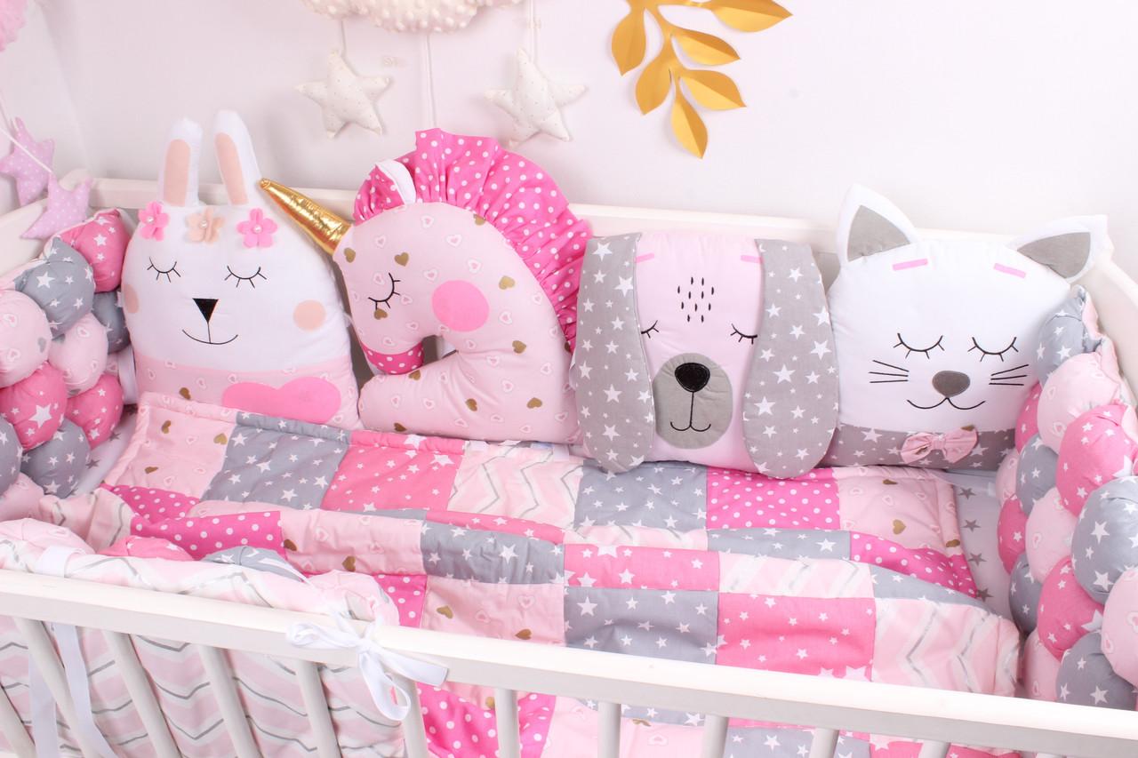 Комплект в кроватку с игрушками и бам-бонами Розовые цвета