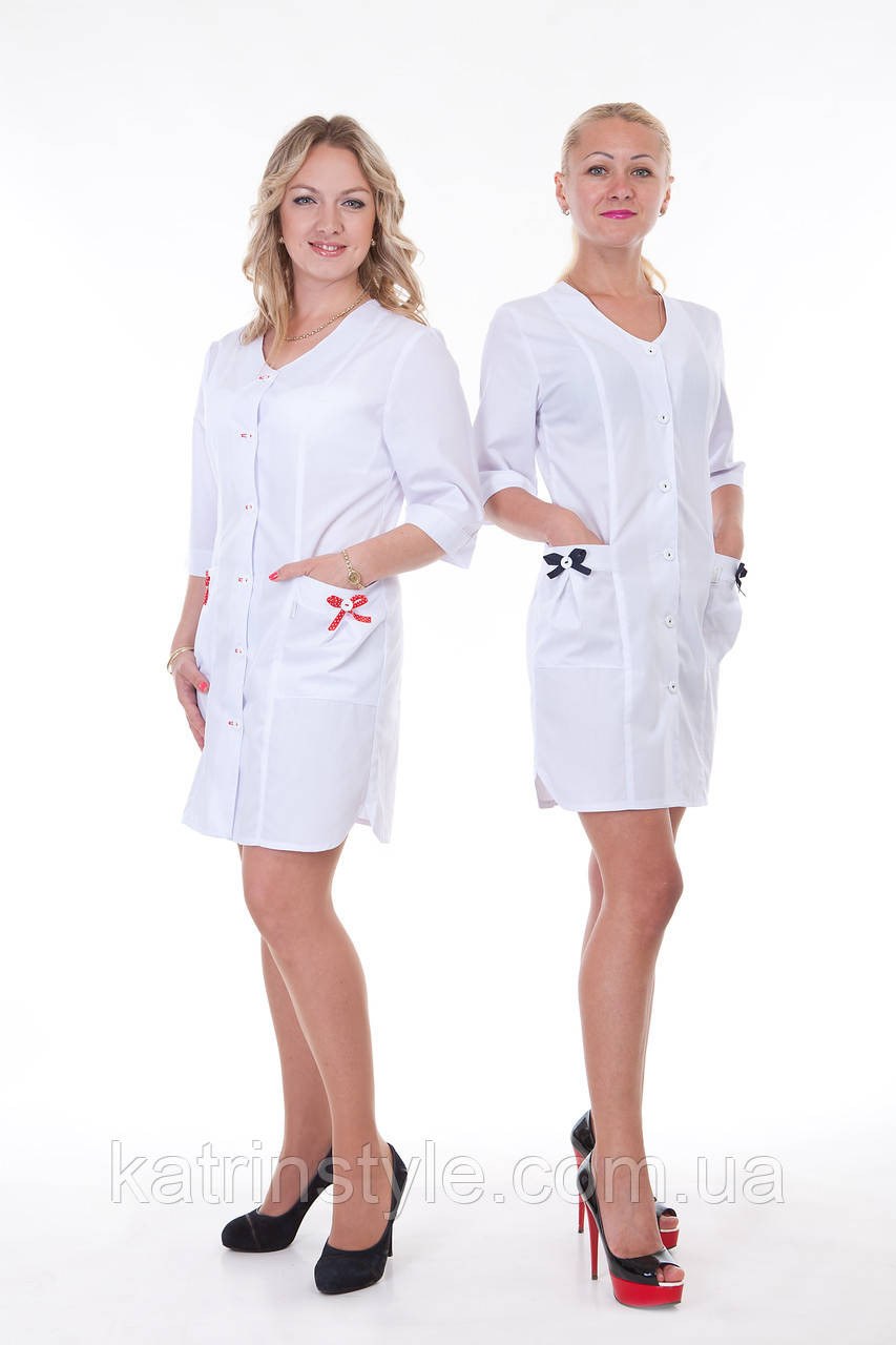 Медицинский халат с украшением на карманах  бантом