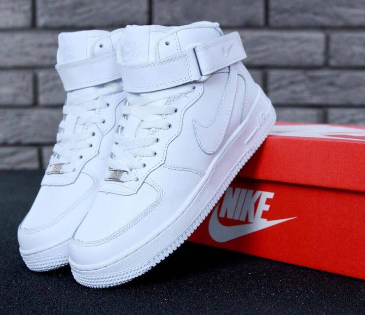 Зимние кроссовки на меху Nike Air Force 1 High в белом цвете (Найк Аир Форс зимние мужские и женские размеры)