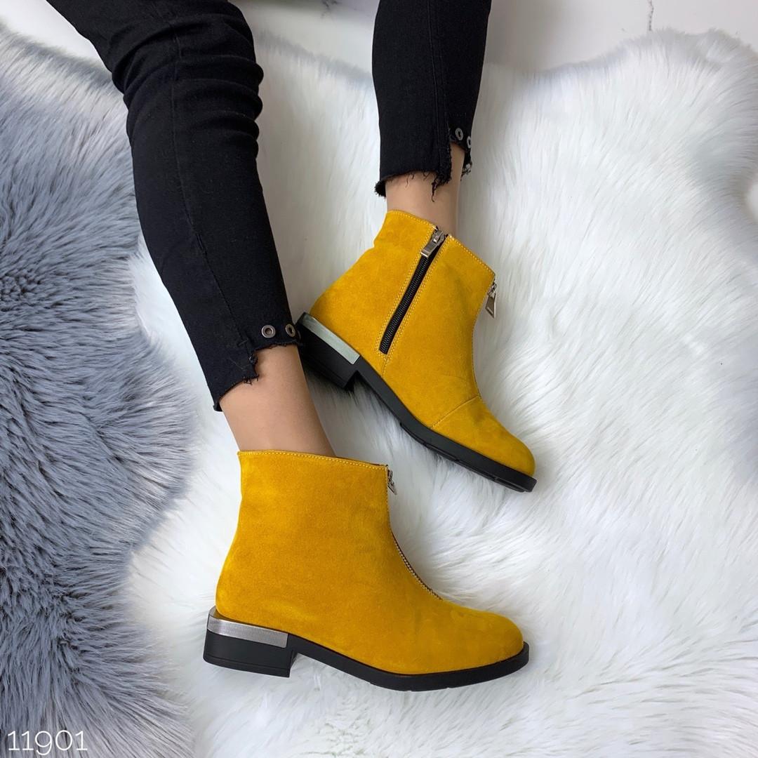 Желтые замшевые ботинки