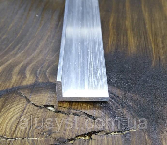 Алюминиевый уголок Без покрытия, 20х10х2 мм
