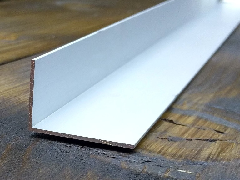 Алюминиевый уголок, Анод, 30х20х1.2 мм