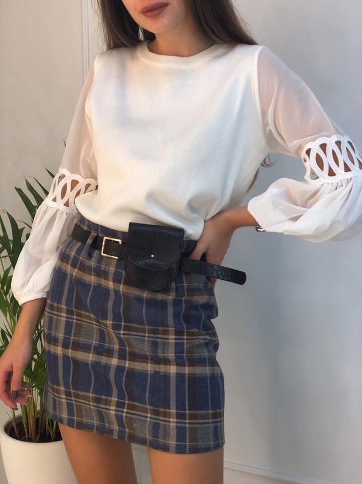 Женская короткая юбка в клетку с ремешком