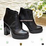 Демисезонные женские классические ботинки на высоком каблуке, из натуральной кожи черного цвета, фото 3