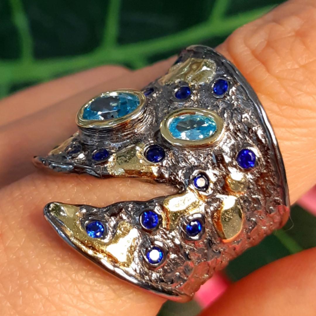 Стильное серебряное кольцо с позолотой, чернением и шпинелью - Брендовое серебряное кольцо