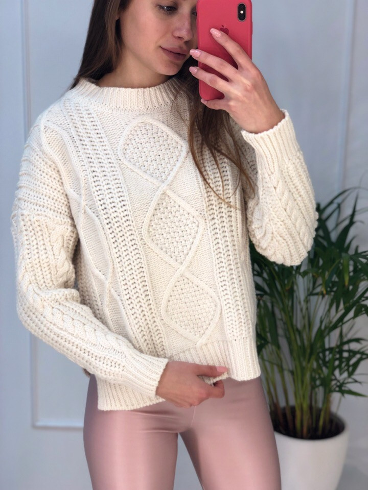 Женский теплый свитер в крупною вязку