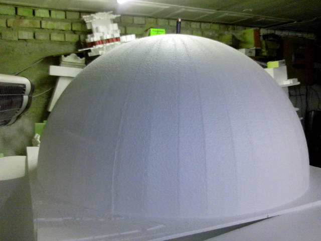 Полусфера из пенопласта диаметром 120 см.
