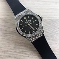 Женские часы со стразами