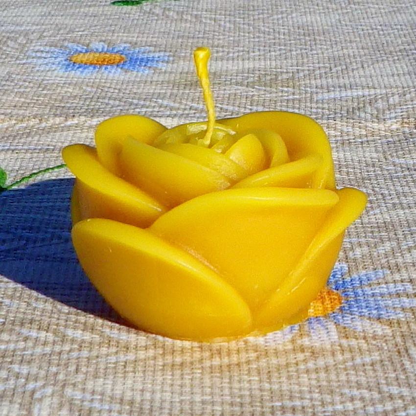 """Восковая свеча """"Бутон розы большой"""" из натурального пчелиного воска"""