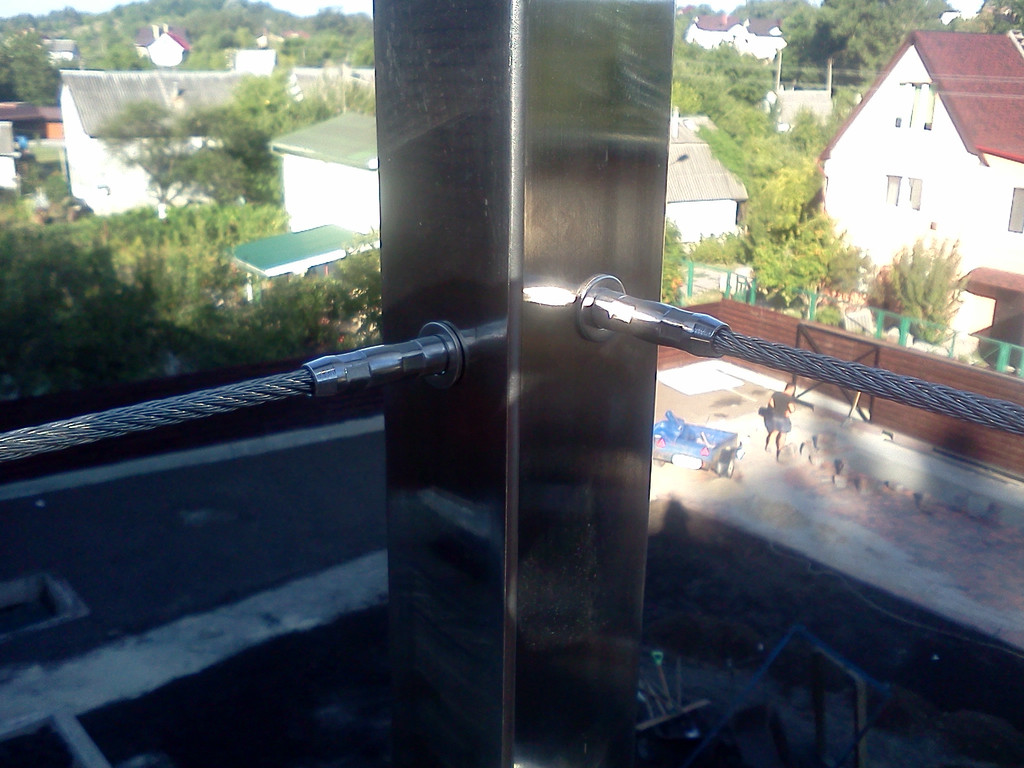 тросовое ограждение  терассы в частном доме. Обуховский район, Киевская область. август 2015 года 7