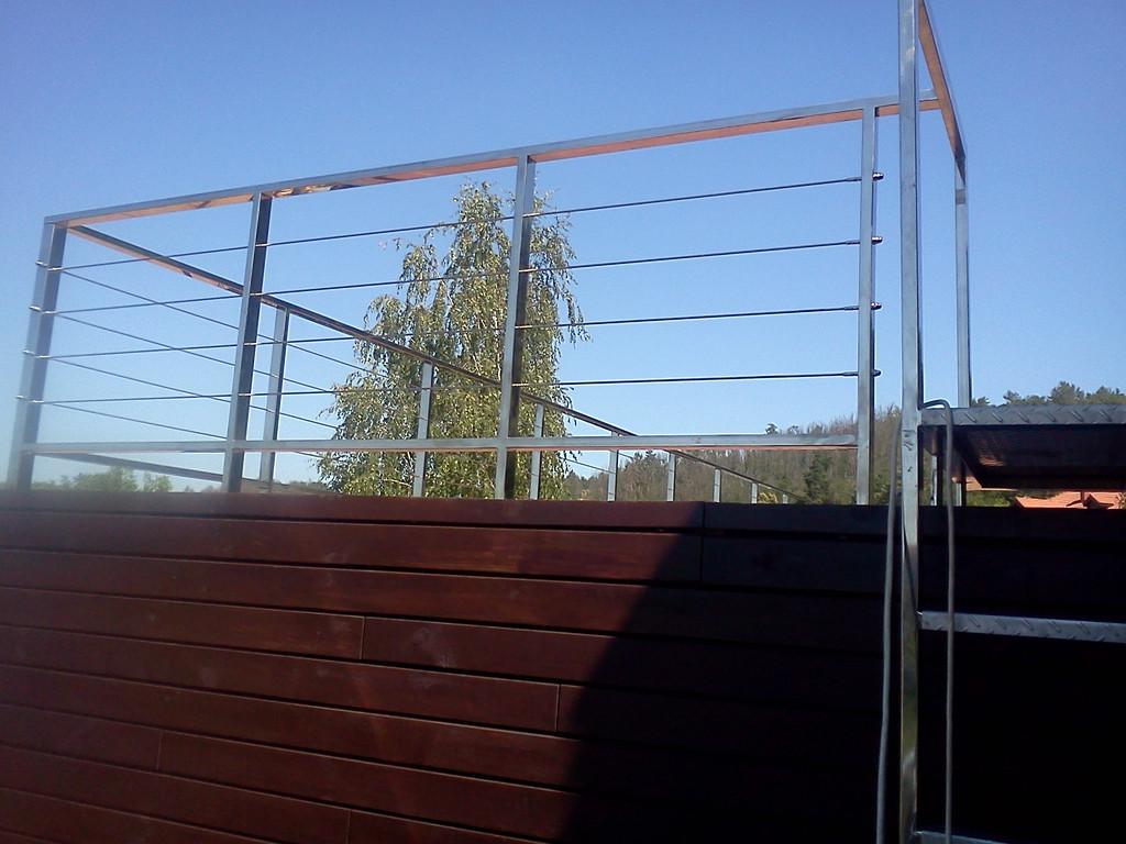 тросовое ограждение  терассы в частном доме. Обуховский район, Киевская область. август 2015 года 15