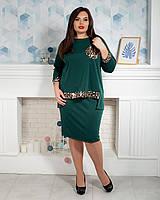 Стильный костюм украшен пайетками зеленый