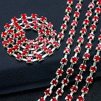 (7 метров) Стразовая цепь SS8 (ширина 2,5мм) Цвет оправы - серебро, цвет камней - красный
