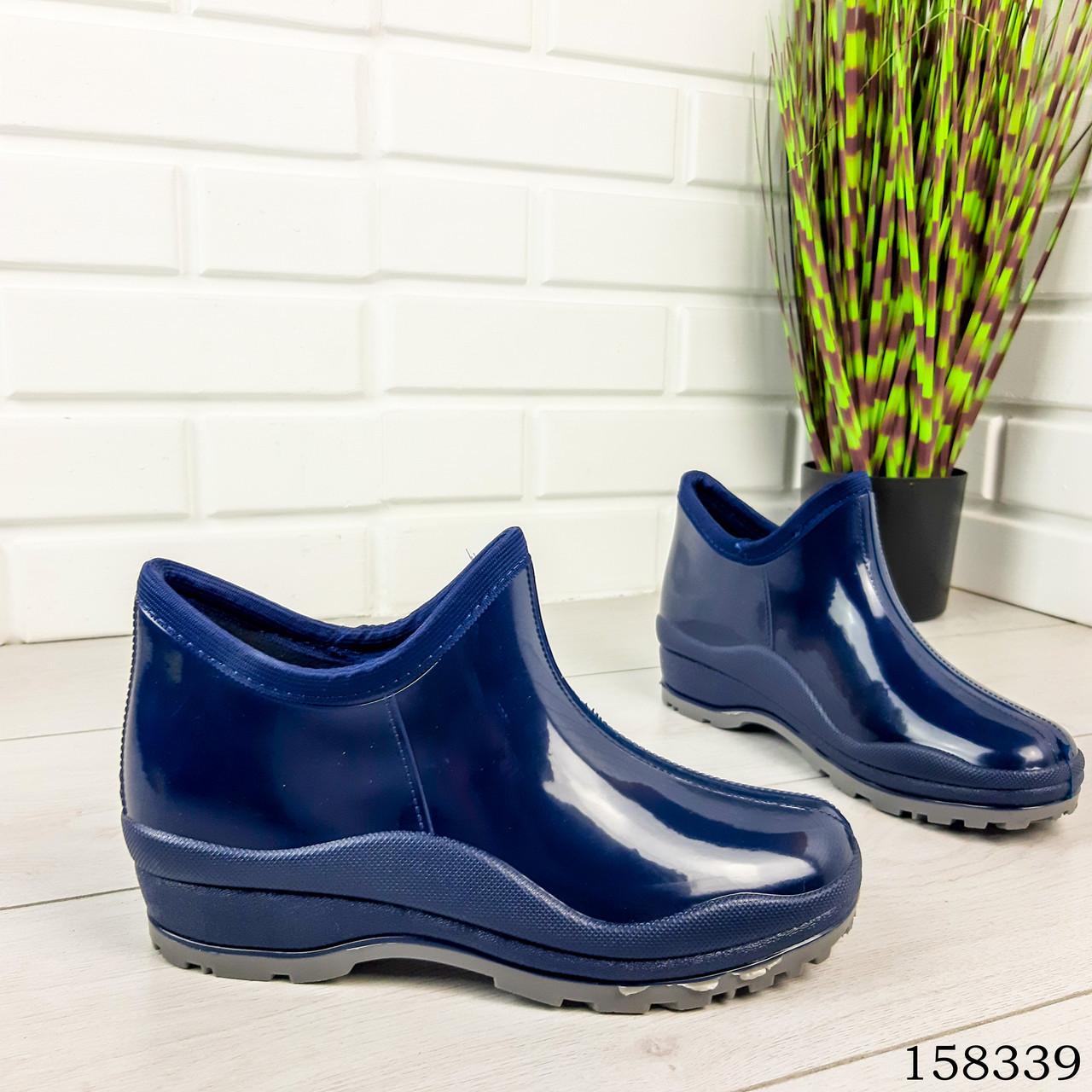 Женские ботинки демисезонные синего цвета из литой резины