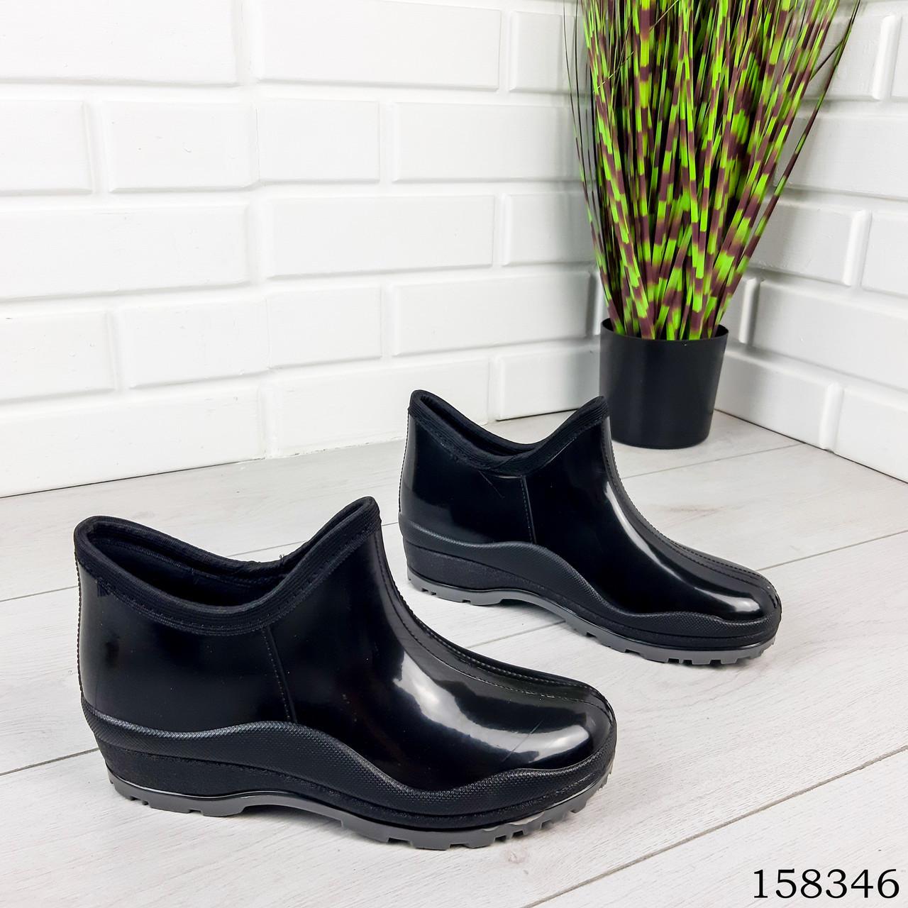 Женские ботинки демисезонные черного цвета из литой резины