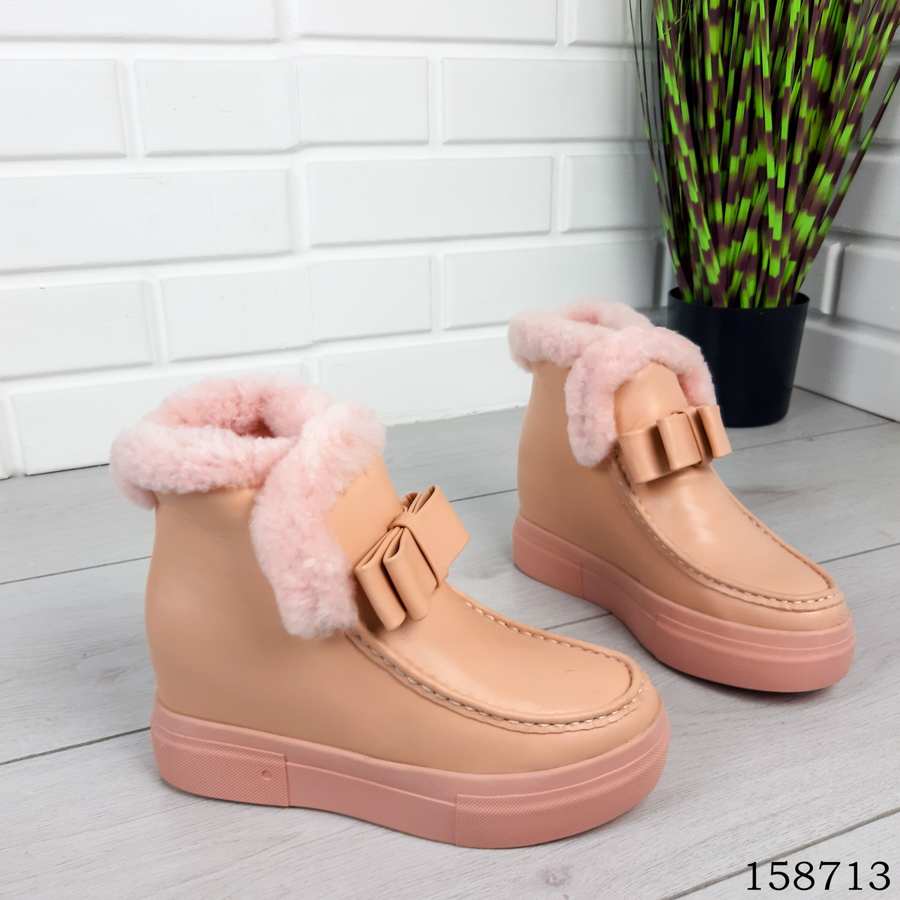Женские ботинки зимние пудрового цвета из эко кожи