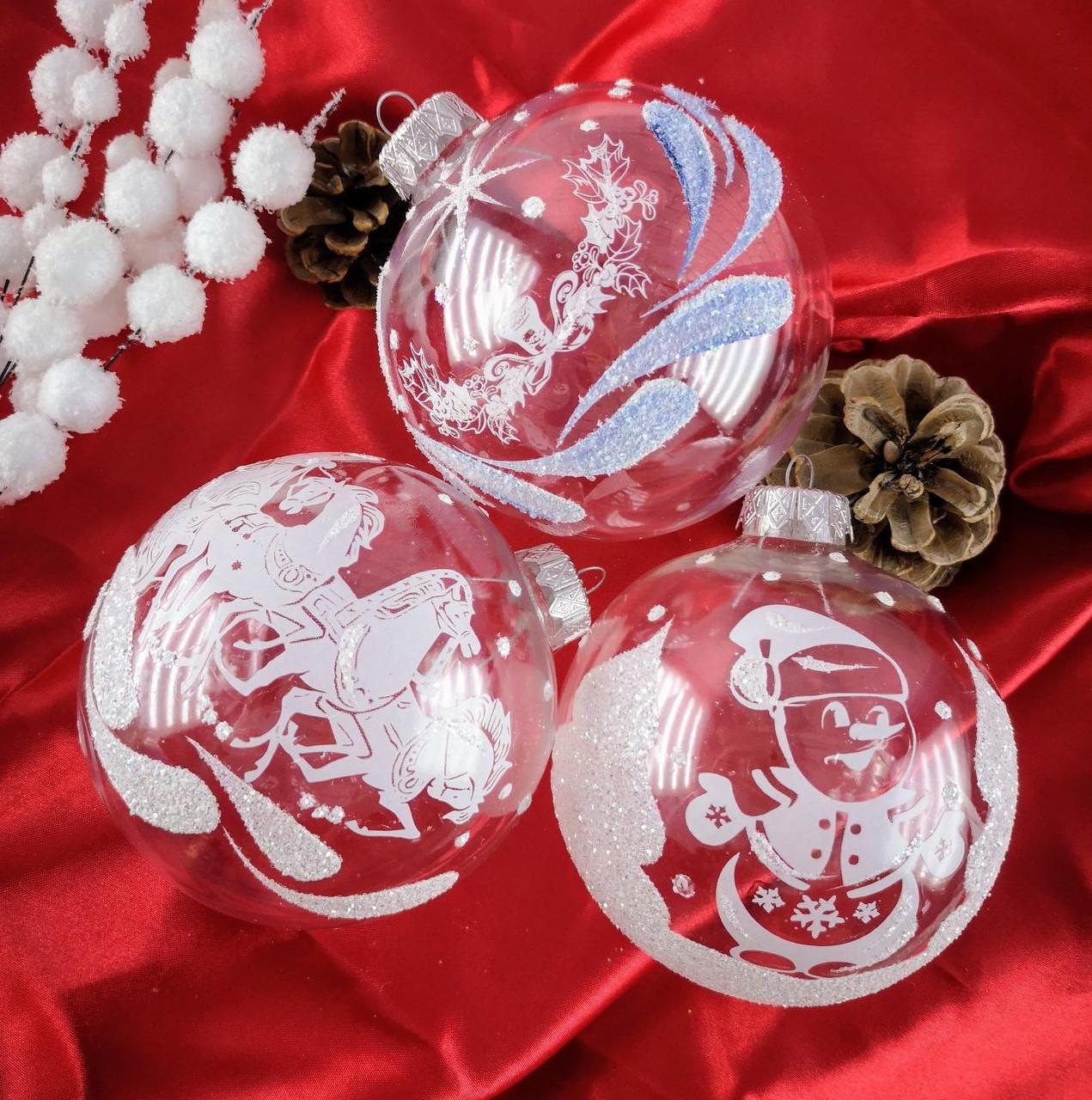 Новорічна іграшка Куля білий прозорий з блест. малюнком 10 см 99551 Pioner