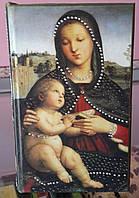"""Оригинальная шкатулка в виде книги """"Мадонна"""" для почитателей Эпохи Возрождения."""