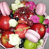 Фруктовый букет подарочный поздравительный для женщины из фруктов и цветов, фото 3