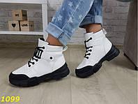 Женские демисезонные ботинки в спортивном стиле Белые