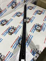 Направляющая нижнего ролика на роздвижную дверь правая новая оригинал на Опель Виваро 2000-2014