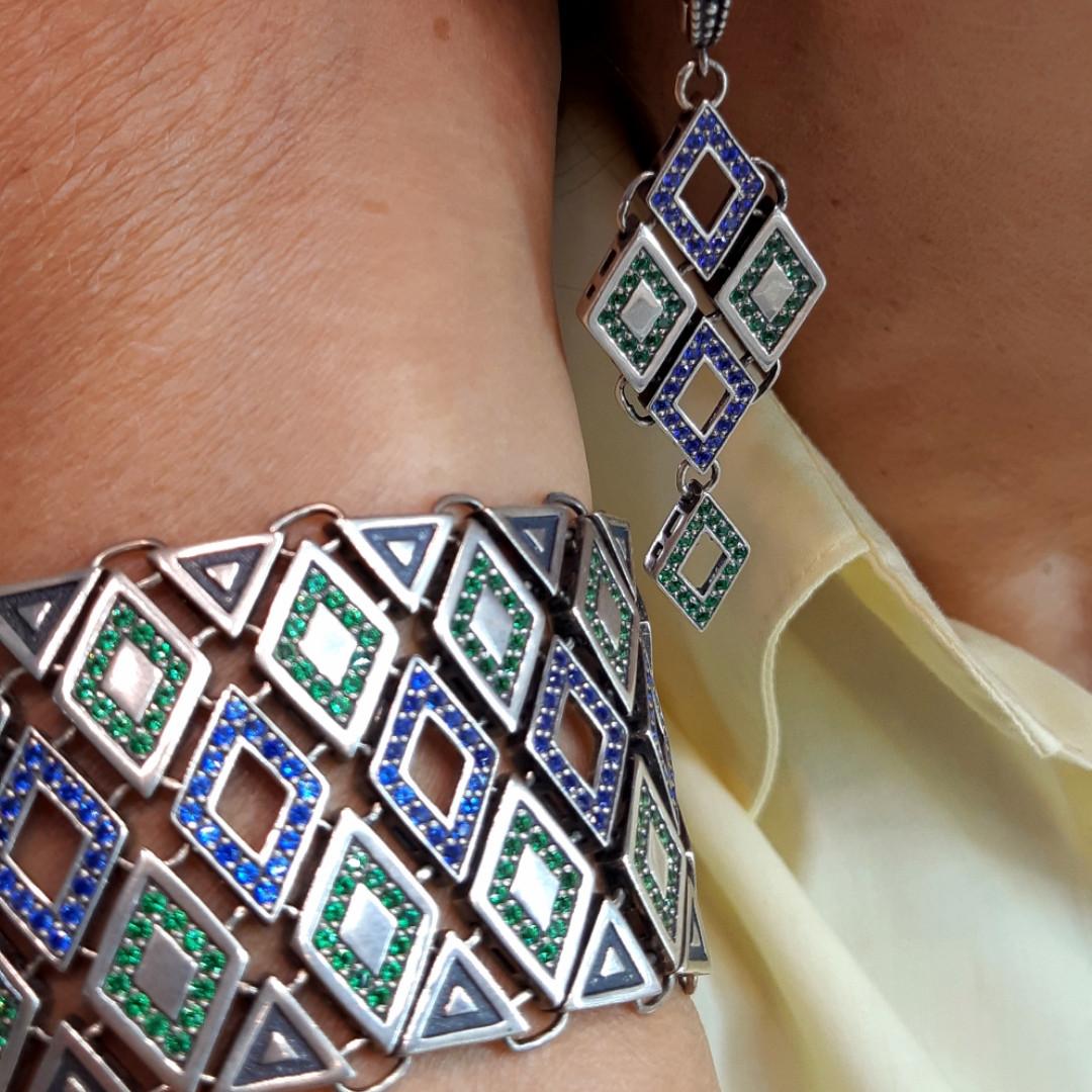 Стильные серебряные серьги с цветными фианитами Мозаика