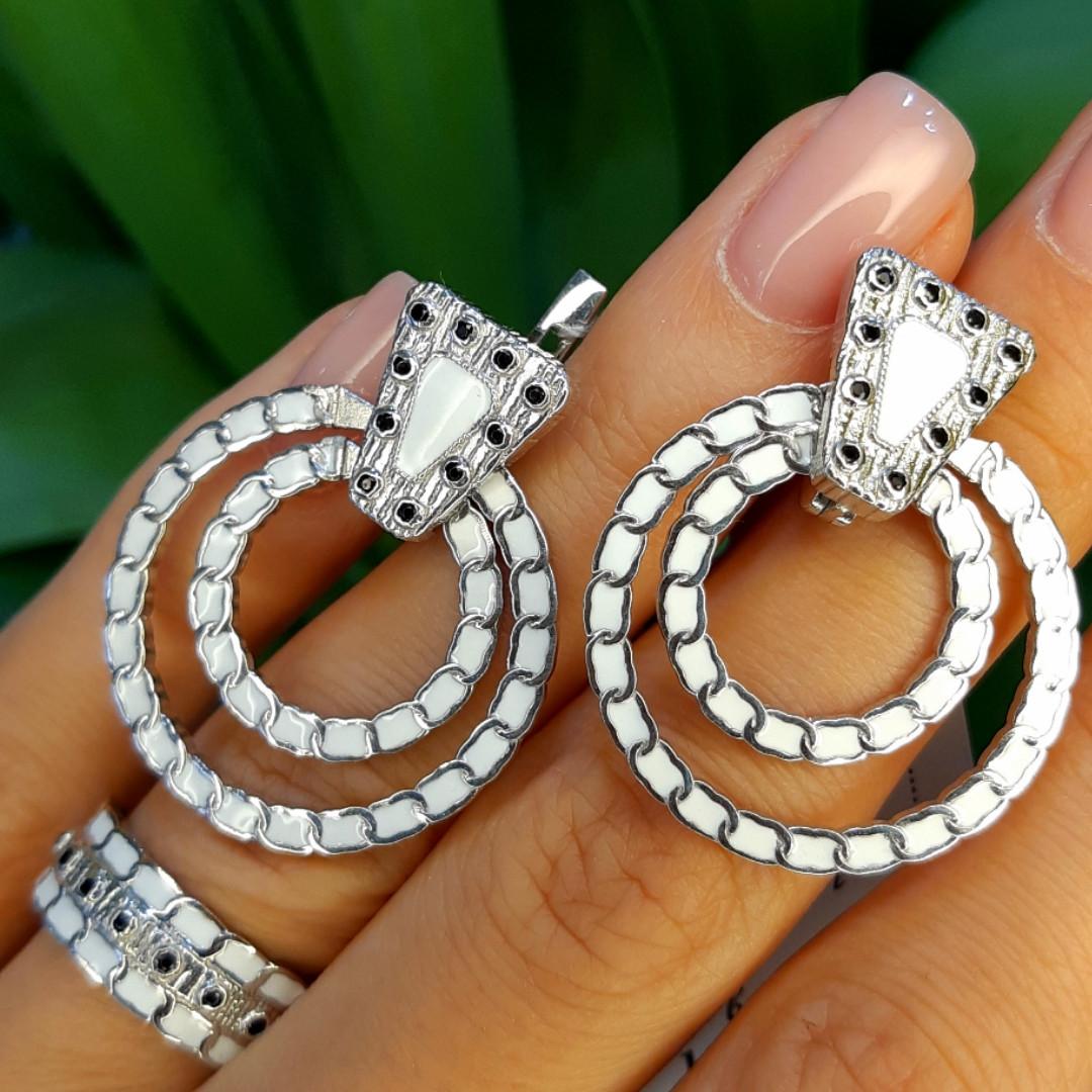 Серебряный комплект с белой эмалью: кольцо и серьги
