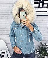 Женская зимняя джинсовая куртка с капюшоном. Цвет меха белый, розовый