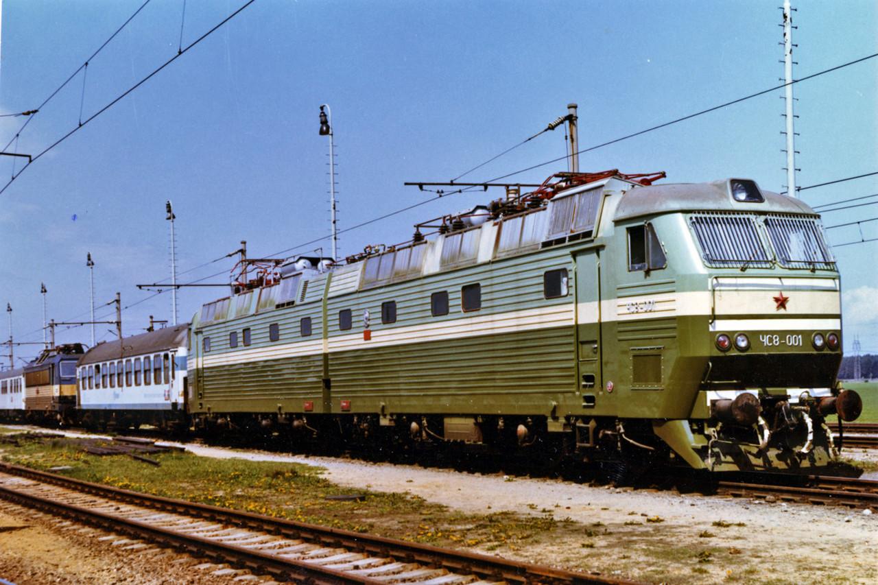 Сборная модель пассажирского электровоза ЧС8, масштаба 1/87, колея 16.5мм