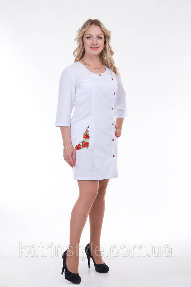 фотография медицинский женский халат на кнопках с вышивкой цветов