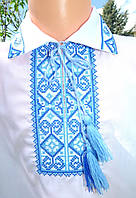 Рубашка на короткий рукав с голубой вышивкой на воротничке и манжетах Батист