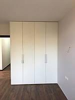 Шкаф распашной под потолок