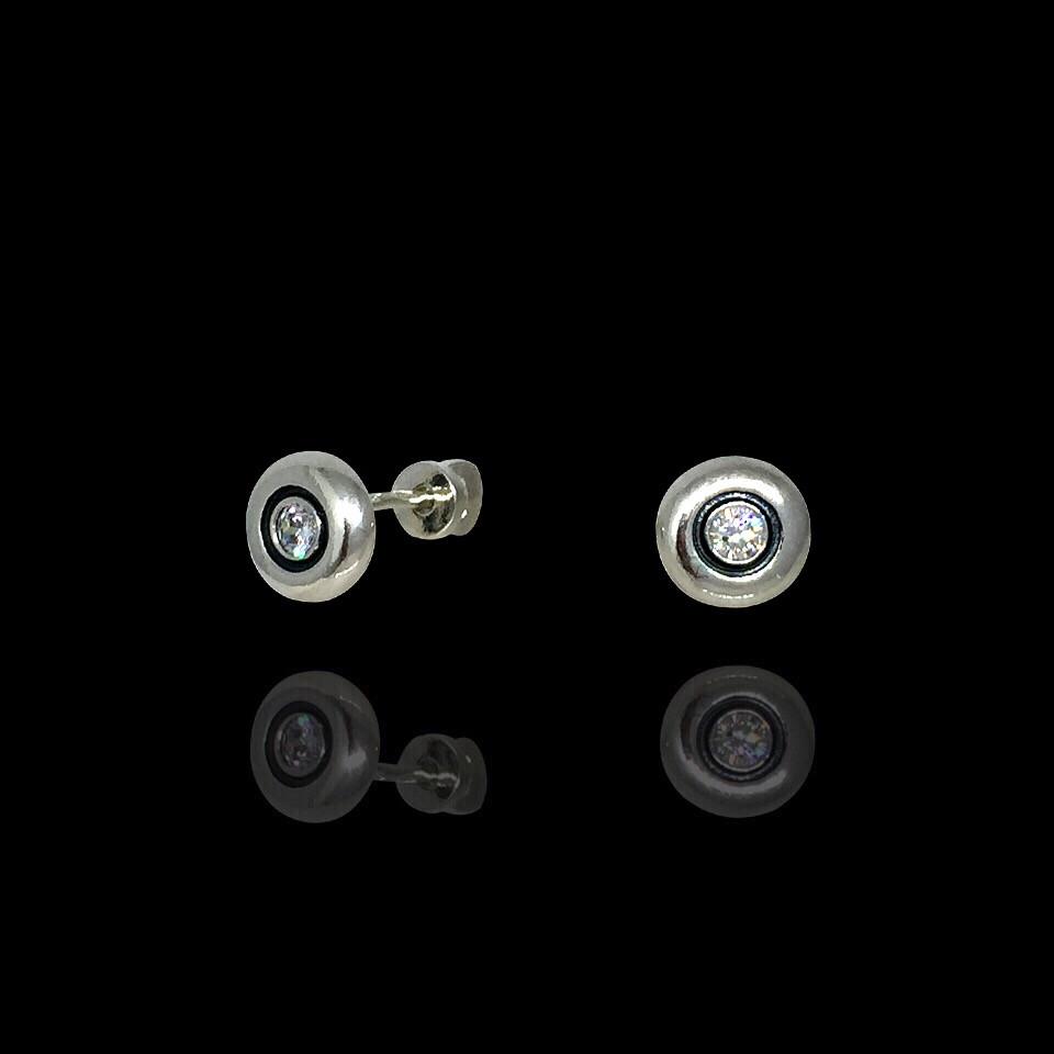 Серебряные серьги-гвоздики с камушком