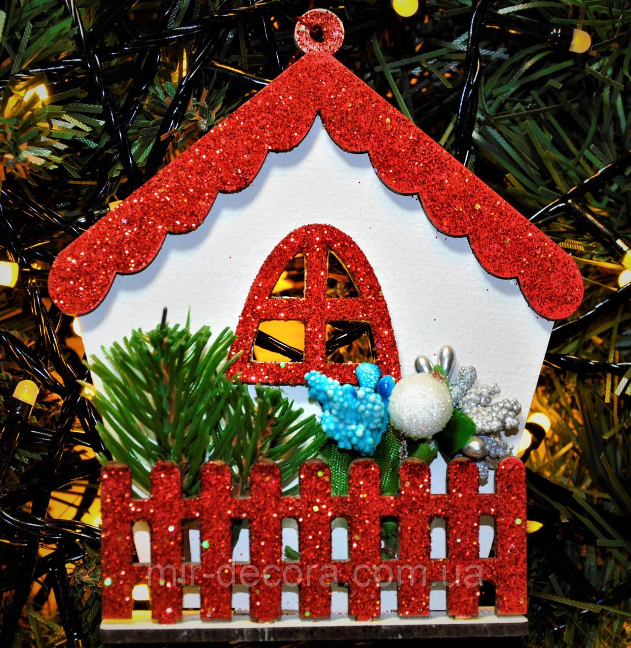"""Новогодняя игрушка на елку """"Сказочный домик 3"""" размер 10/15. Цвет красный."""