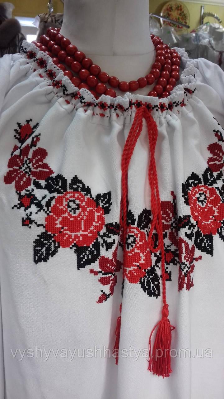 """Женская блуза, вышита в традиционном украинском стиле """"Розы""""."""