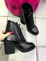 Кожаные черные ботинки на каблуке