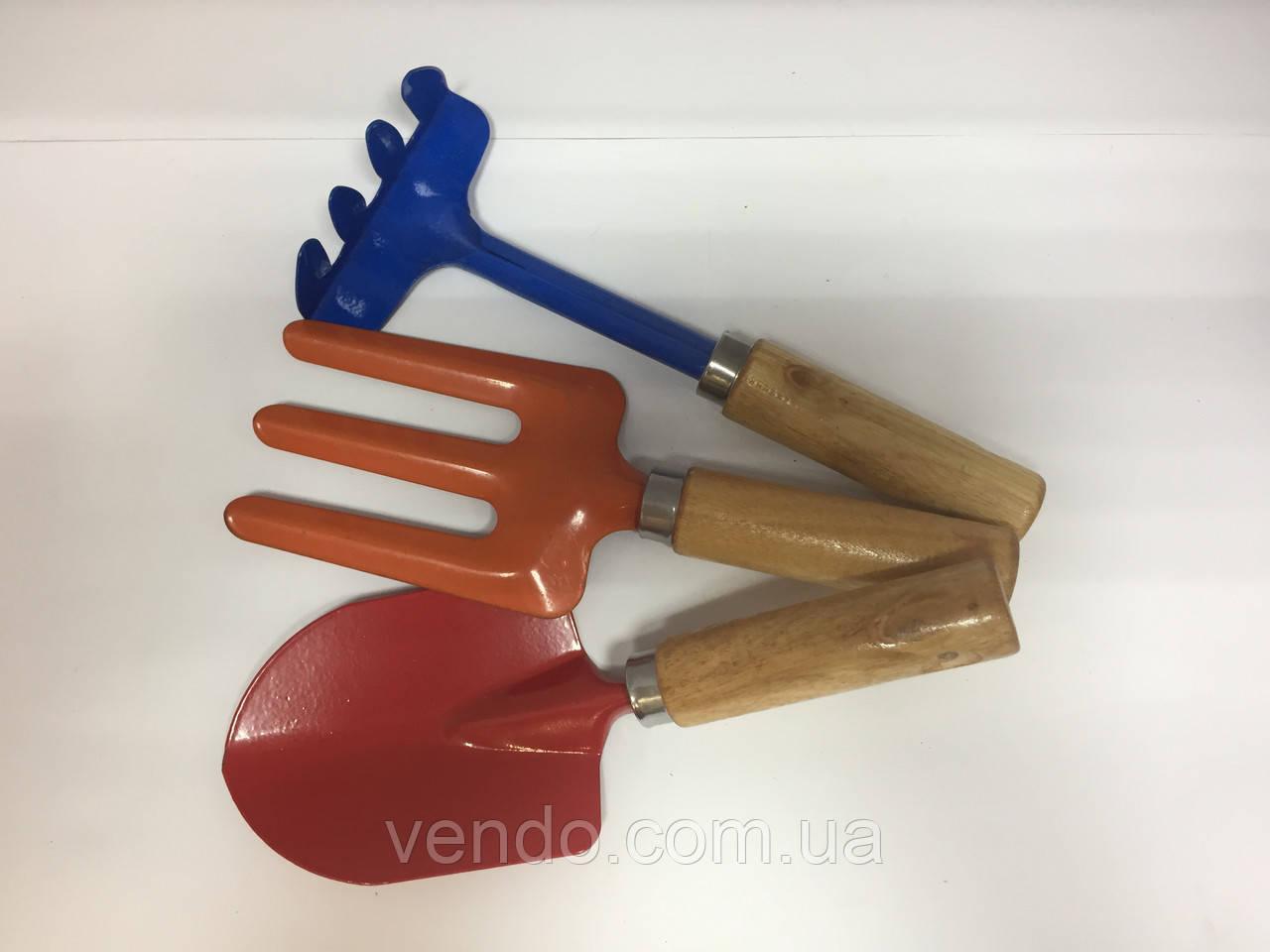 Набор цветных садовых инструментов с деревянными ручками (3 предмета)