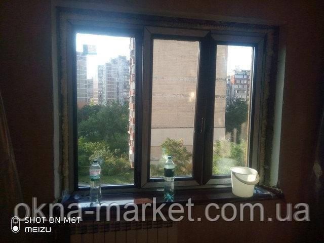 Трехстворчатые ламинированные окна в массе