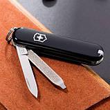 Швейцарський складаний ніж брелок 58 мм Victorinox Classic SD чорний, фото 3