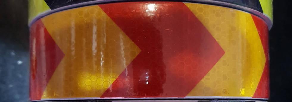 Светоотражающая самоклеющаяся стрела КРАСНО-ЖЕЛТАЯ лента рулон 50 , ширина 5 см, фото 2