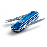 Швейцарський складаний ніж брелок 58 мм Victorinox Classic SD напівпрозорий синій, фото 2