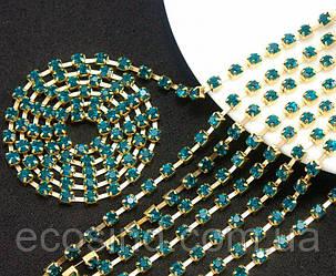 (7 метров) Стразовая цепь SS8 (ширина 2,5мм) Цвет оправы - золото, цвет камней - бирюзовый