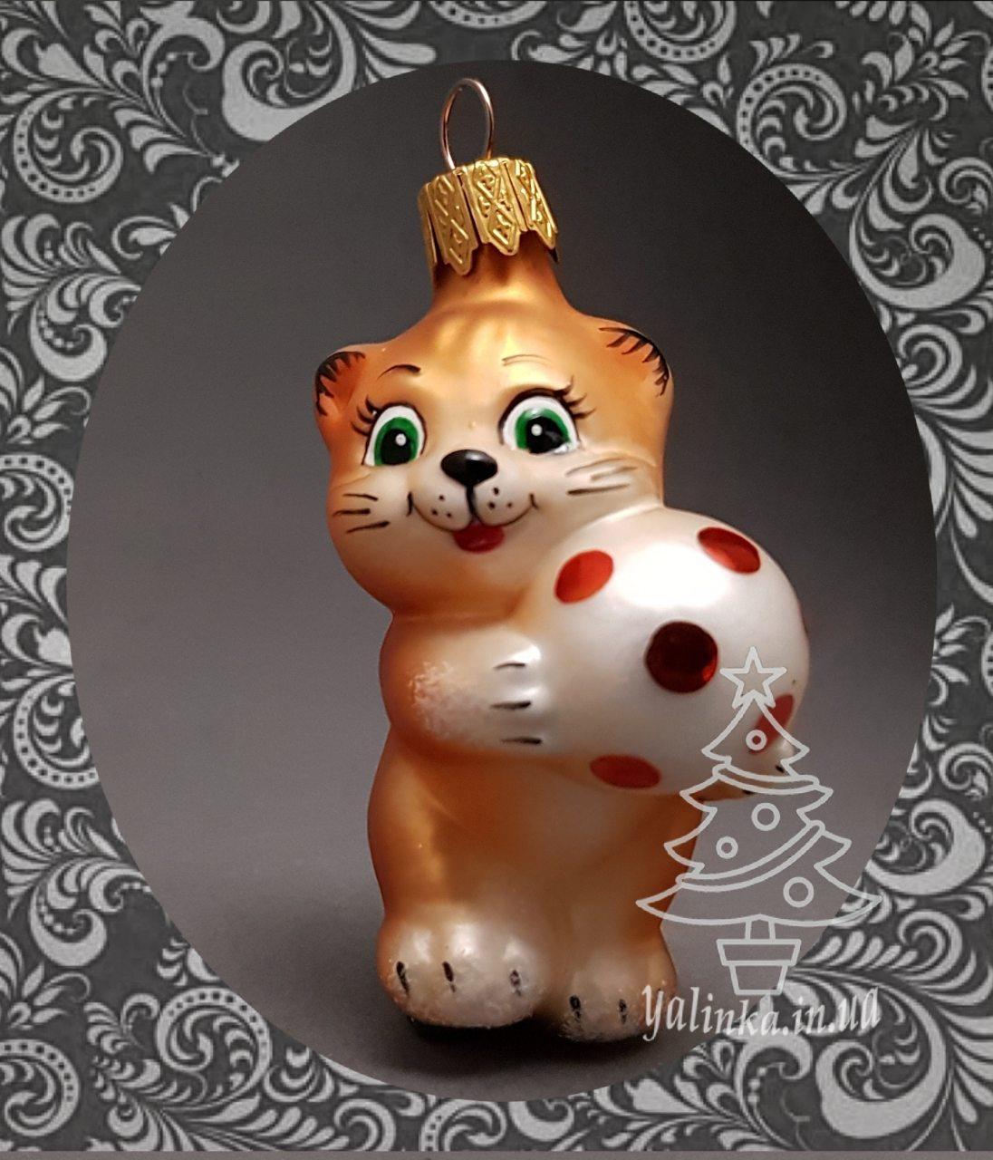 Стеклянная елочная игрушка Котенок с мячом 82/м-в
